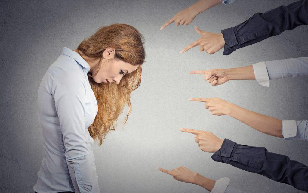 Неуверенность в себе — причины и признаки, как побороть?