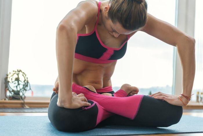 Как правильно дома выполнять упражнение «вакуум живота» начинающему?