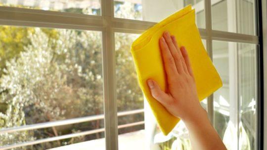 Какими домашними средствами можно отмыть окна