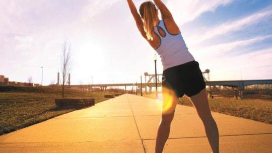 Комплекс упражнений, которые можно выполнять на даче, в парке и другом месте на свежем воздухе
